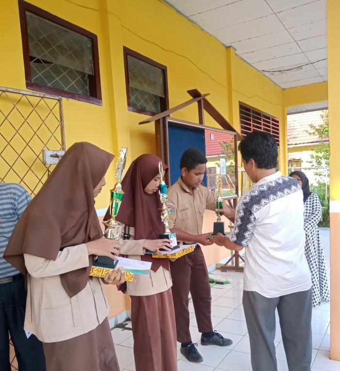 Momen  Pembagian  Rapor Semester Genap TA 2018/2019 MTs N 5 Bungo