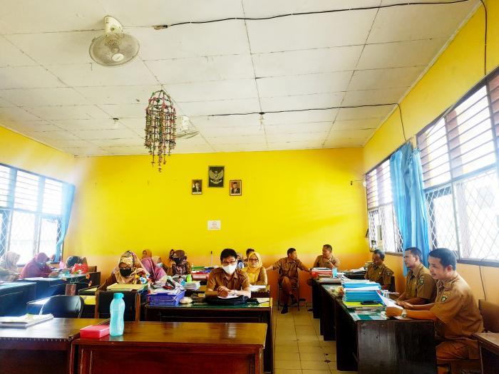 Sambut Akreditasi Seluruh Guru dan Staff MTs N 5 Bungo Mengadakan Rapat